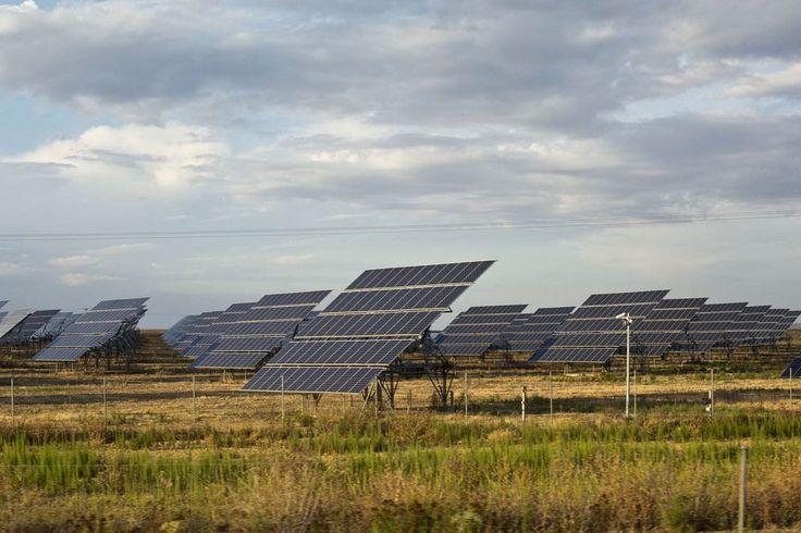 El Gobierno destinará el superávit del sector eléctrico a pagar las sanciones por recortar las renovables @EconoCabreado https://saltamos.net/gobierno-destinara-el-superavit-sector-electrico-pagar-multas-provocaron/ … #ElSaltoBlog