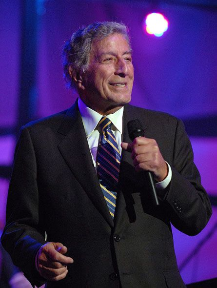 December 20, 2015 Galveston, TX.... A fine performance by an impressive showman. At one point, he put the mike down and sang without it. We were in the very last row and we still heard him, as did everyone around us. The jazz standards speak for themselves. Tony Bennett is pretty danged neato.