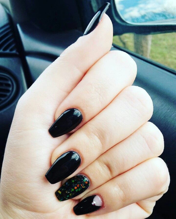 #blacknails #glitternails #coffinnails