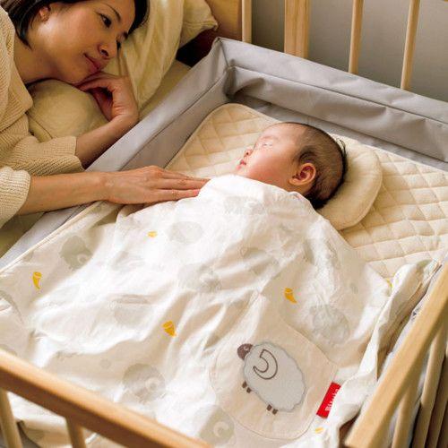 添い寝 しやすくなる! ベッドの横にベビーベッドを置けるグッズ