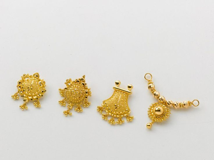 Grab these beautiful pendants only at the gold factory...