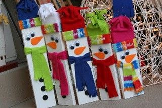 2x4 christmas craft | The project I saw on Pinterest is on the left. My project is below.