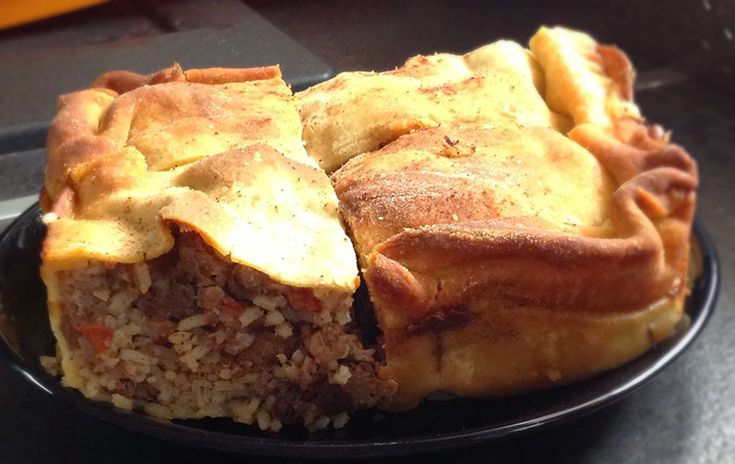 Kefalonitiki kreatopita - Traditional dishes in the Ionian islands