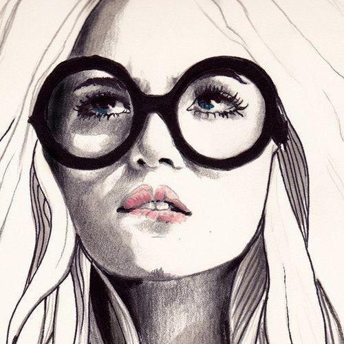 Sotto gli occhiali... gli occhi di una sognatrice.