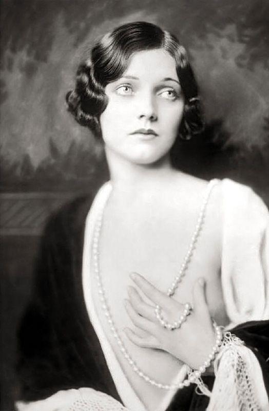 Les filles des Ziegfeld Follies dans les années 1920 Ziegfeld Follies Girls 1920 Broadway 03 photo