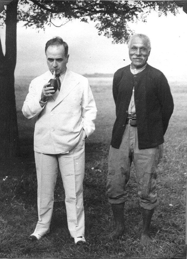 Presidente Getúlio Vargas e o ex-escravo, Amaro do Nascimento. São Borja (RGS), dezembro de 1934.