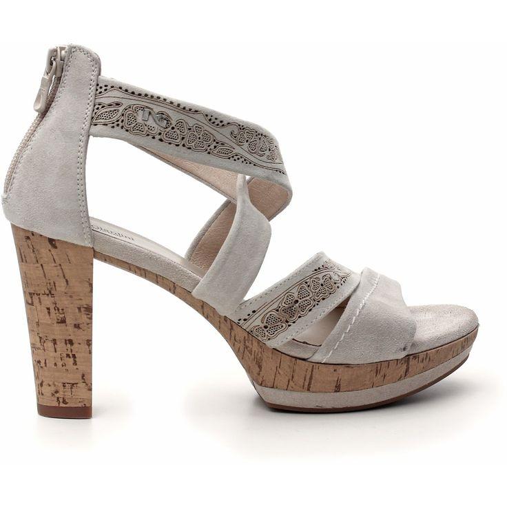 I sandali Nero Giardini estate 2015 conquistano la Costiera Amalfitana Nero Giardini sandalo tacco camoscio color ivory