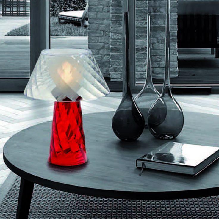 Emporium Tatà lampada da tavolo dalla struttura leggera e colorata! Perfetta per soggiorno o camera da letto!