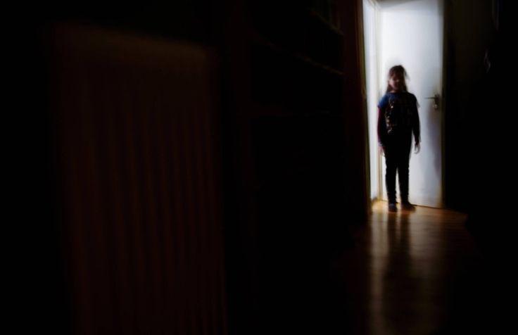 """Hirnstimulation gegen Depression Hilfreicher Strom  Ein Hirnschrittmacher kann für schwer depressive Menschen die Ultima ratio sein. Die bisherigen Erfahrungen zeigen das. Und die Befunde über Elektroden im """"Euphorie""""-Schaltkreis des Gehirns wecken neue Hoffnungen."""