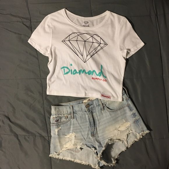 NWOT Diamond Crop Top Authentic Diamond Supply Co Women's Crop Top. Size M/L. Brand New. Never Worn. New without Tags.  Diamond Supply Co. Tops Crop Tops