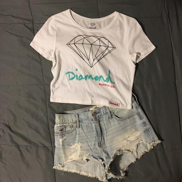 NWOT Diamond Crop Top Authentic Diamond Supply Co Women's Crop Top. Size M/L. Brand New. Never Worn. New without Tags.  Diamond Supply Co. Tops Crop Tops