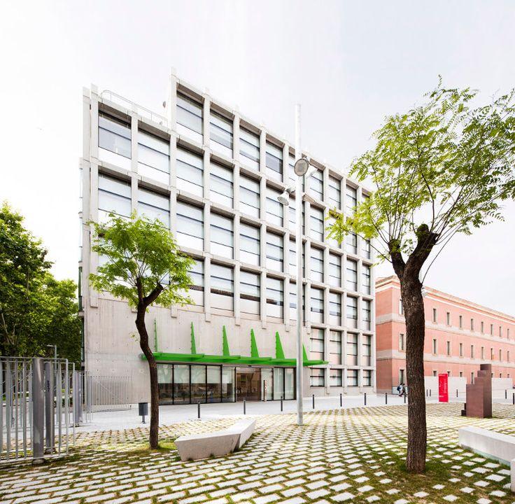 Fundación Pasqual Maragall.   Juan Navarro Baldeweg  Fotografía Eugeni Bach  Muro Cortina interior a estructura