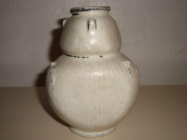 KÄHLER (Herman A. Kähler) vase by SVEND HAMMERSHØI. H: 13 cm D: 9,5 cm from 1930s. Signed HAK. #kahler #ceramics #pottery #hak #svend #hammershoei #vase #dansk #keramik  #danish. SOLGT/SOLD.