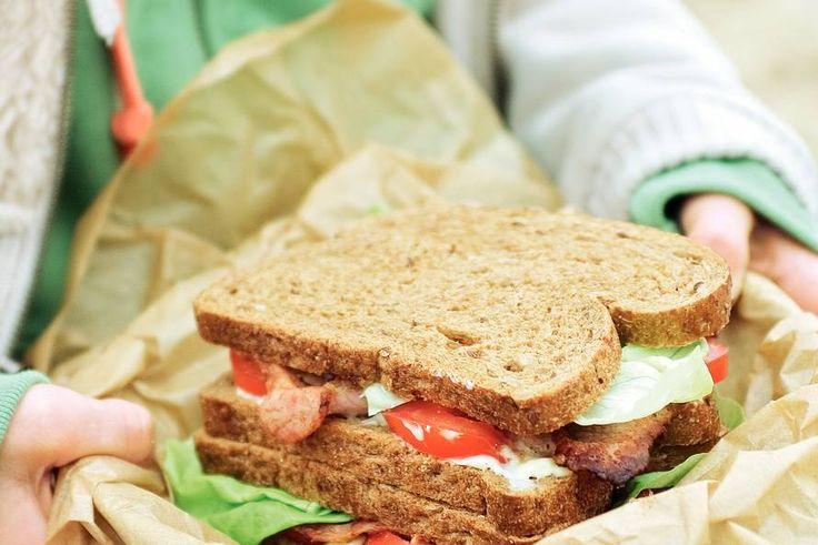 Kijk wat een lekker recept ik heb gevonden op Allerhande! Sandwich met bacon, sla en tomaat