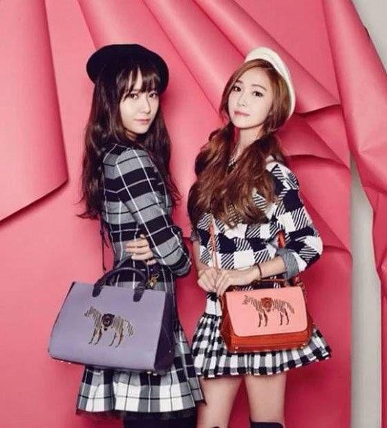 Jung sisters Jessica and Krystal rock 'LAPALETTE' handbags for 'Vogue Korea'   http://www.allkpop.com/article/2015/01/jung-sisters-jessica-and-krystal-rock-lapalette-handbags-for-vogue-korea