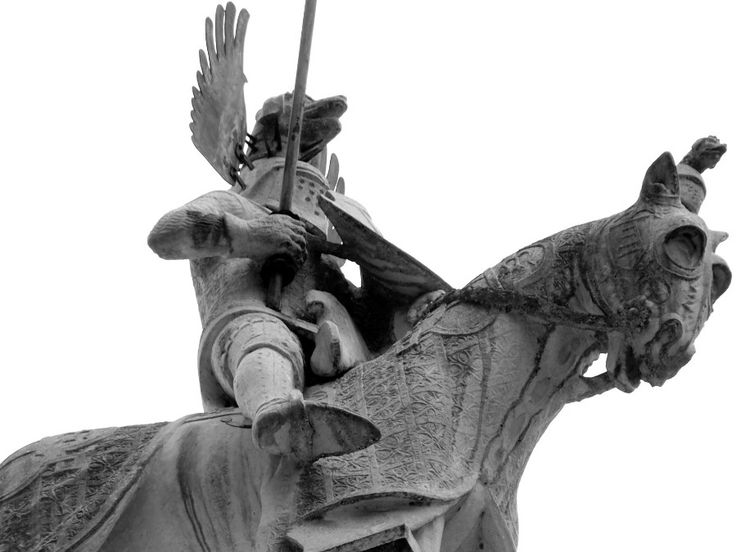Tumbas de Scaliger, Verona. Puedes ver más fotos en FotografiÁrt  - Impresionante monumento funerario en el mismo centro de Verona (Italia) cerca dela Piazza dell`Herbe.  Desde la perspectiva que se tiene desde el suelo y con un tele de 300mm se obtiene esta toma en primer plano del jinete y su caballo con aspecto, sólo aspecto, de guerrero samurai japonés. http://www.fotografiart.eu/tumbas-de-scaliger-verona/