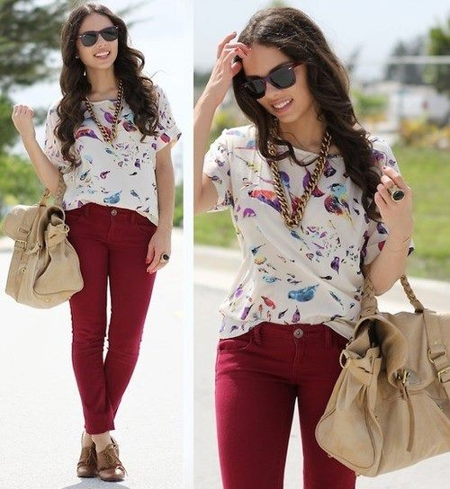 .pantalu00f3n guinda y blusa floreada blanca. | ropa | Pinterest