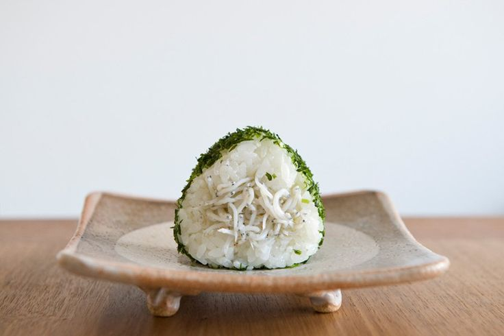 DIY Japanese Rice Sandwich 开胃饭团 http://tummyfriend.com/about-us/ #japanese #rice #sandwich #summer #recipe #DIY #tummyfriend #foodfilming #photography #shanghai