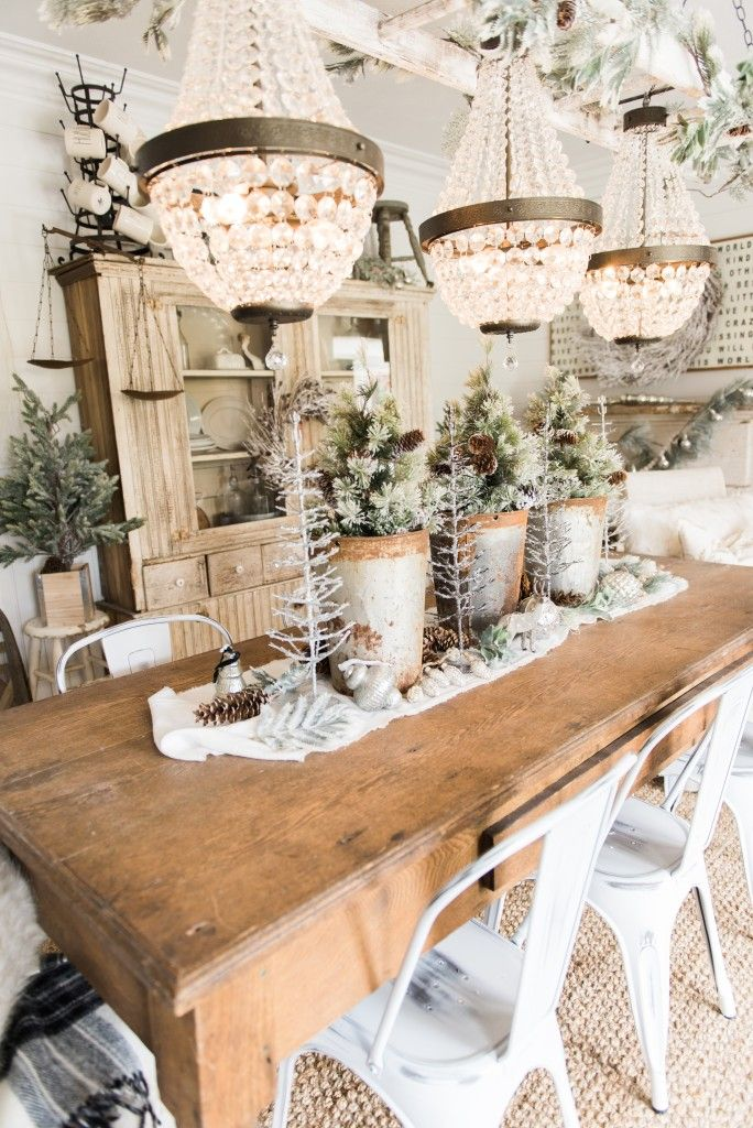 Best 25+ Christmas dining rooms ideas on Pinterest | Rustic round ...