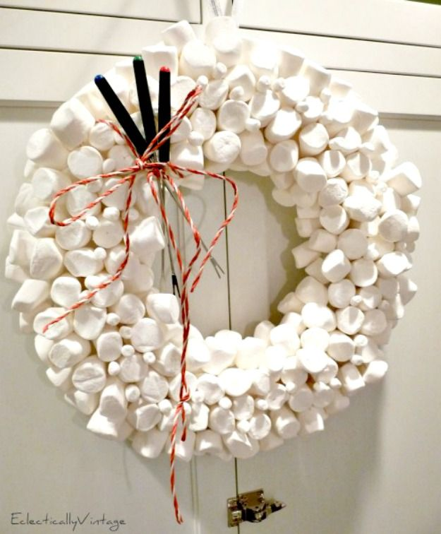 Top 10 Christmas Wreath Ideas - including this fun marshmallow wreath!  eclecticallyvintage.com