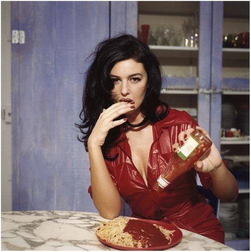 monica bellucci eats spaghetti