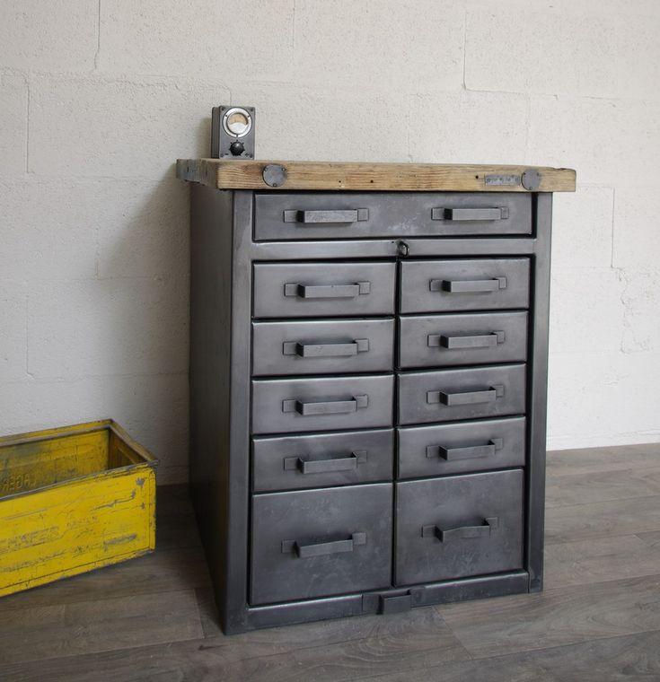 meuble buffet industriel militaire restaur tiroirs en stock cr ation restauration de. Black Bedroom Furniture Sets. Home Design Ideas