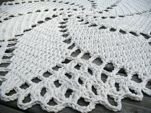 Off White Cotton Crochet Rug in 33 inch Spiral Pattern
