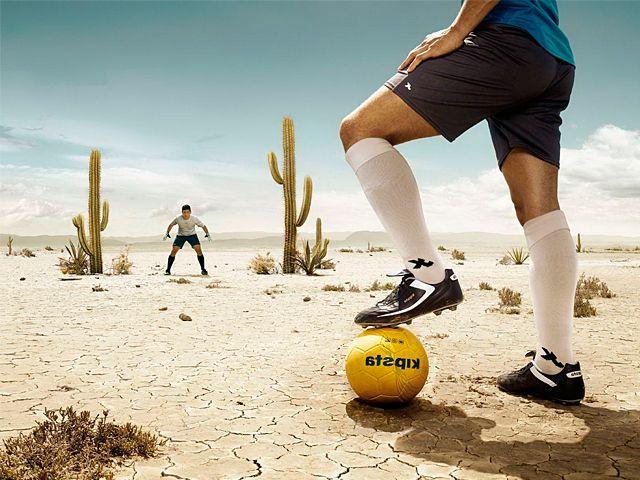 Лето — самая жаркая пора в засушливом Катаре. Температуры в это время достигают 50 градусов в тени. Практически невозможно играть в футбол в таких условиях.