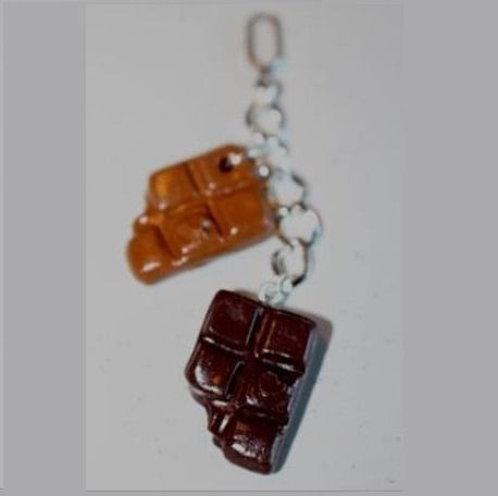 Pendentif 2 tablettes croquées, chocolat caramel, montées sur une chaîne argenté (4cm de long) Pendentif interchangeable faisant parti du kit-ludi  Découvrez le Kit-Ludi : c - 14435657