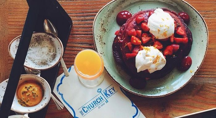 L.A. is certainly filled with lots of amazing bottomless mimosa (and other booze) brunch deals, and we've catalogued the best of the best.
