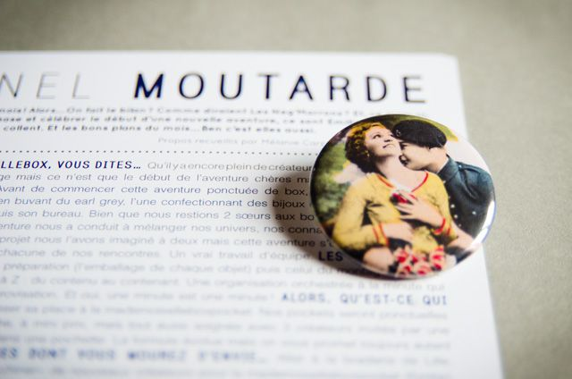 Le badge Assuna de la Mademoisellebox #10 Colonel Moutarde