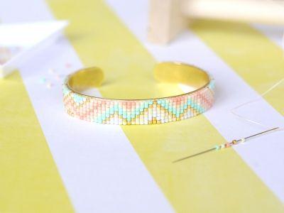 Bracelet manchette en Miyuki Retrouvez la vidéo du tuto sur www.la-petite-epicerie.fr