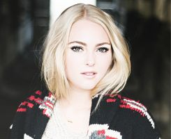 Clara (Anna Sophia Robb):