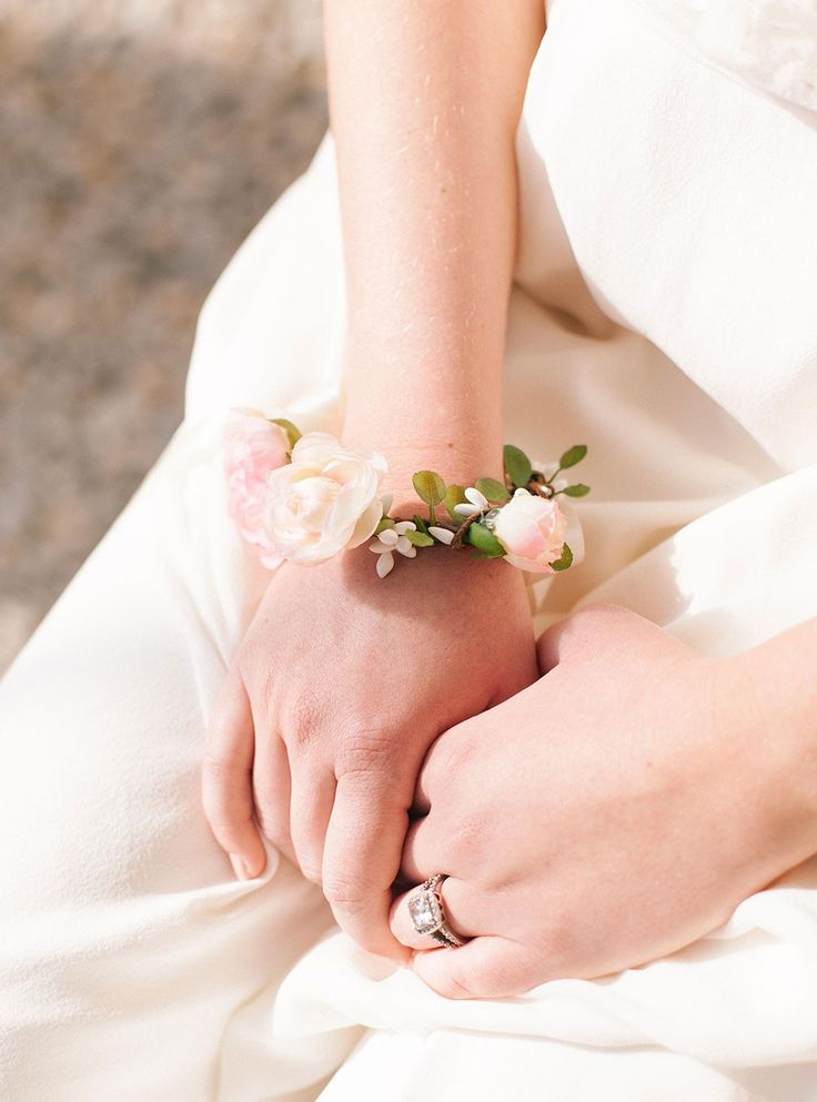 Bracelet Kate fleuri rose pour mariée ou demoiselle d'honneur #englishgardencollection #braceletfleuri #wedding #flowers