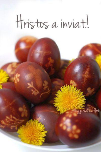 Hristos a inviat! imagine oua rosii vopsite in mod traditional cu coji de ceapa #Paste