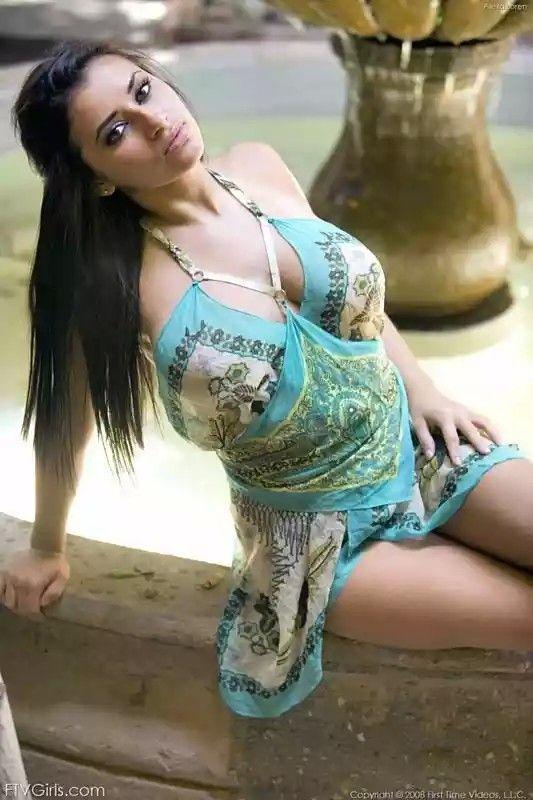 Tessa sexy and curvy - 1 1