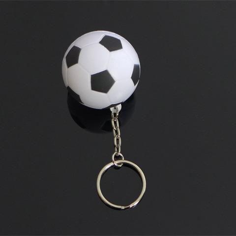 Biligt Fotboll nyckelring / väska hänge, fotboll present på Tradera.