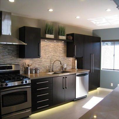 dark kitchen cabinets backsplashes   Black cabinet backsplash