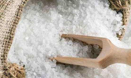 Epsom Salt for Common Foot Problems-    Epsom salt's ability to reduce swelling and increase circulation makes it an ideal treatment for a number of foot-related issues.  Experts say joint pain, swollen feet, foot and toe fungus, and foot odor can all be improved with a 15 to 20-minute warm Epsom salt foot soak.