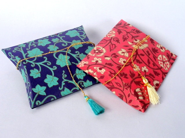 Small Pillow favor pouches 6 red and blue gift pouches. $10.00, via Etsy.