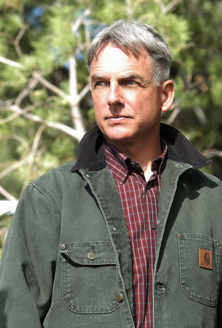 """NCIS - Season 1 Episode 15 - """"Enigma""""          I just love Gibbs in the Carhart Jacket-<3"""