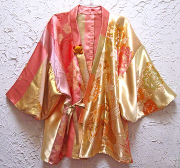 Continuing with my linens and things theme, I've made a kimono from an Asian tablecloth a friend gave me.                 Kimono made from s...