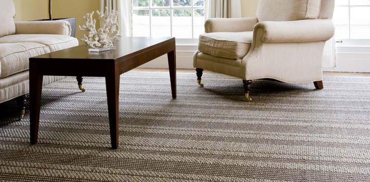 Os tapetes e carpetes de sisal são confecionados através de fibras naturais provenientes da planta Agave Sisalana, uma espécie de cacto proveniente de zonas semi-áridas.