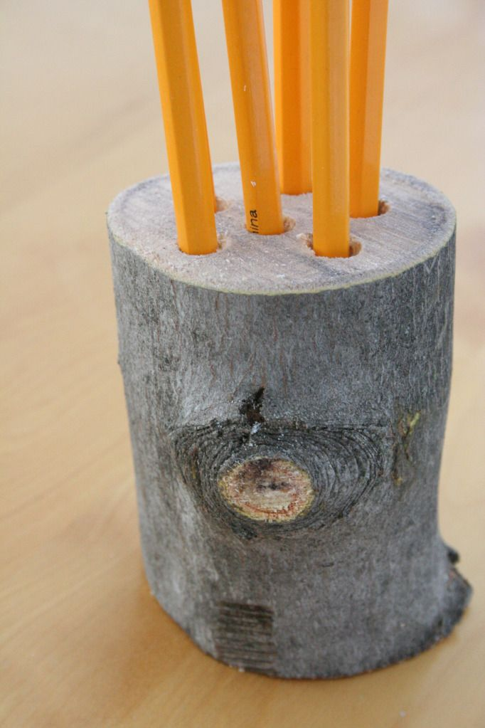 For the woodsy side of us all: A small log pencil holder. Tutorial included.