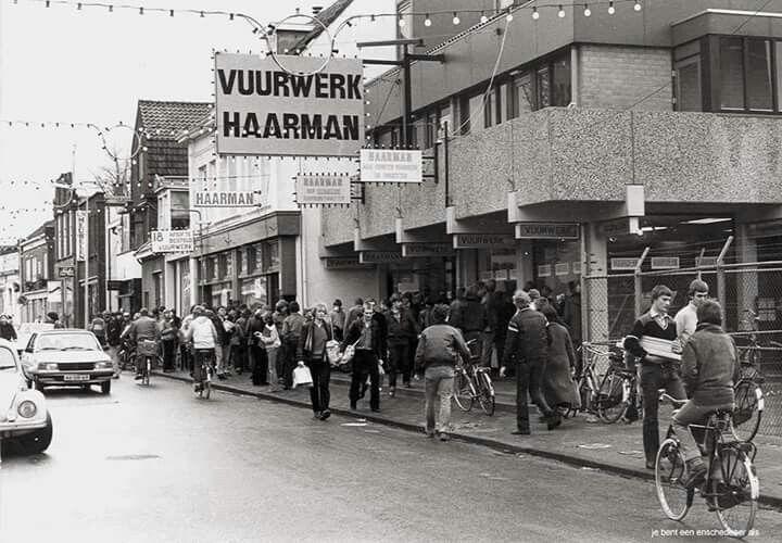 Nederland, Enschede, Lipperkerkstraat jaren '70 oudjaarsdag