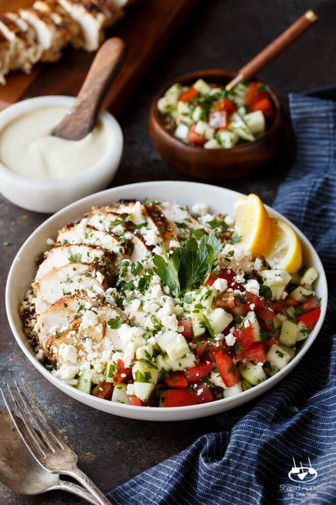 Mediterraneo pollo Quinoa bocce con insalata israeliana, Hummus, e Tahini Sauce |  sharedappetite.com