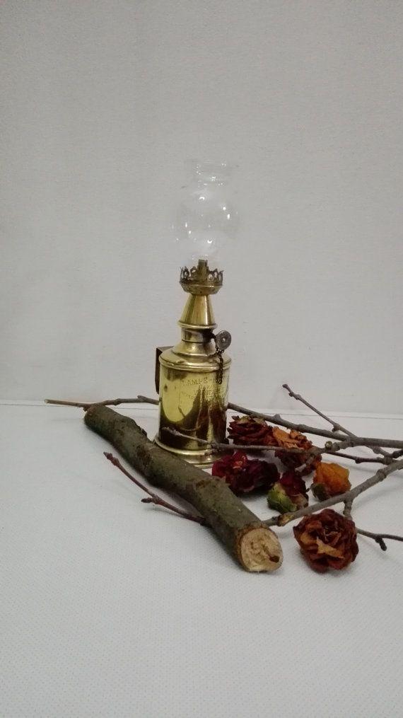 Lampe Pigeon à éssence minérale ,Lampara Pigeon al aceite mineral, lamp Pigeon (oil lamp).