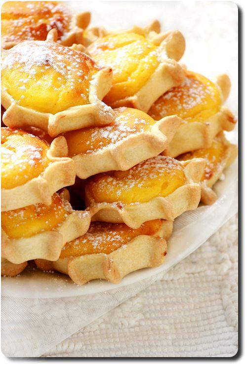 Pardulas (oetits gâteaux à la ricotta, zeste de citron, safran)