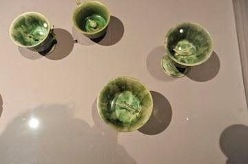 Naufragio de Belitung-cerca de 300 piezas de mercancías vidriadas blancas hechas en el norte de China, en los hornos de Xing y Ding en la provincia de Hebei. Mercancías blancas semejantes a la porcelana que por su translucidez y dureza fueron una innovación de los hornos del norte de China durante la dinastía Tang