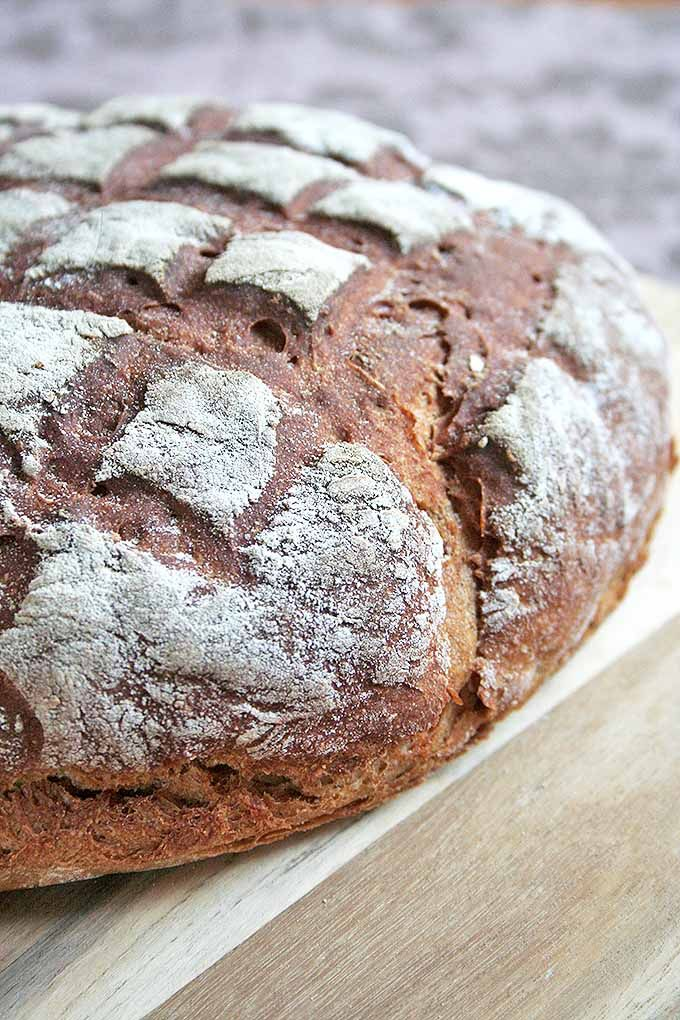 For all the artisan bread lovers out there! You need to try this recipe for our homemade German dark rye bread. We share the recipe: https://foodal.com/recipes/breads/dark-rye-bread-a-european-tradition/